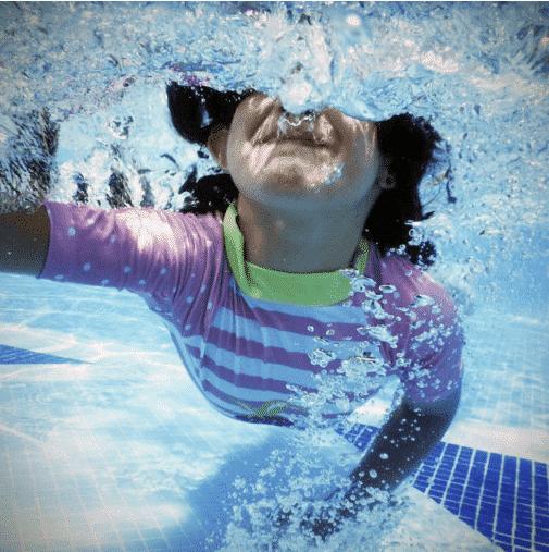 Enfant immerge