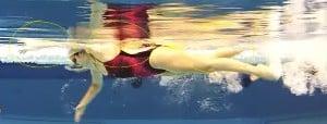 Apprendre a nager le crawl - bonne position