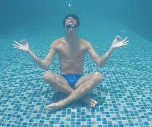 S'asseoir sous l'eau